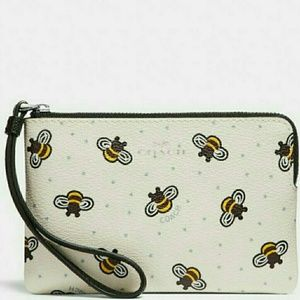 🐝NEW●Authentic Coach Wristlet With Bee Print 🐝🐝